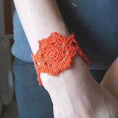 Got some pretty hand dyed thread that would make this beautimous! ;)    ***     creativeyarn: Lotus Flower Cuff