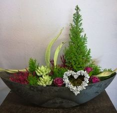 Picture result for unusual grave arrangements of all saints - Xmas Diy Diwali Decorations, Cemetery Decorations, Container Plants, Container Gardening, Diwali Diy, Funeral Flowers, All Saints, Ikebana, Flower Pots