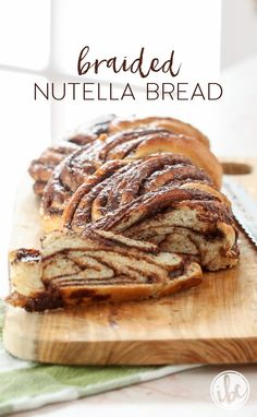 Braided Nutella Bread - beautiful and delicious recipe! - This Braided Nutella Bread is the perfect sweet for breakfast, brunch, or dessert! Braided Nutella Bread, Braided Bread, Nutella Breakfast, Baking Recipes, Dessert Recipes, Bread Recipes For Kids, Cake Flavors, Bread And Pastries, Artisan Bread