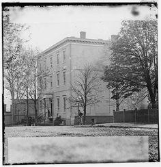 [Richmond, Va. Residence of Jefferson Davis (1201 East Clay Street); a closer view]