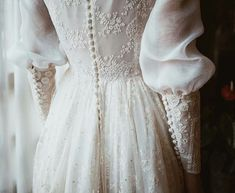 How we like this trend of recovering romantic designs of vintage air . - wedding How we like this trend of recovering romantic designs of vintage air Best Wedding Dresses, Wedding Styles, Wedding Gowns, Old Fashioned Wedding Dresses, Wedding Outfits, Mode Vintage, Vintage Air, Dress Vintage, Most Beautiful Dresses