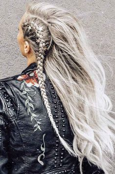 27 Pretty Looks With A Dutch Braid Side Dutch Braid Styles Long ❤️ Dutch braids are among the most sophisticated long hairstyles. Now let's discover amazing looks with Dutch braids we have picked for your inspiration. Braids With Weave, Twist Braids, Dutch Braids, French Braids, Side Braids For Long Hair, Braid Styles, Short Hair Styles, Natural Hair Styles, Box Braids Hairstyles