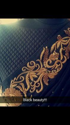 Zardosi Embroidery, Embroidery On Kurtis, Hand Embroidery Flowers, Bead Embroidery Patterns, Couture Embroidery, Hand Embroidery Stitches, Embroidery Fashion, Ribbon Embroidery, Kutch Work Designs