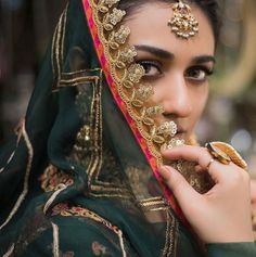 Pakistani Girl, Pakistani Actress, India Fashion, Asian Fashion, Celebrity Gossip, Celebrity Style, Latest Dpz, Indian Designer Suits, Girls Dpz