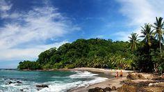 En la mayoría de las vacaciones de la gente de Costa Rica ir a la playa. En la imagen el mar es muy azul.