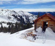 Refugio del Diluvio #vail #gorerange #skimo #skialpinism #hut #miningclaim #tinyhouse #delugelake @legsfahdayz @atomicski @dynafit @blackdiamond by skihype
