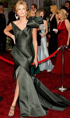 #TBT: Top 10 Most Memorable Oscars Looks   Charlize Theron, 2006. Normally gowns with giant bows on them don't get the best reviews on the red carpet, but this Christian Dior gown is a giant exception. The architectural nature of the gown combined with Theron's supreme posing abilities made for a truly spectacular look.