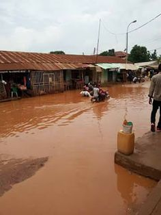 Unizik Students Cry To Government As Ifite Road Condition Worsened   By Izunna Okafor Students of the Nnamdi Azikiwe Awka have called on the government for rescue as the 24-hour busy Ifite road that leads to the school wears its most hideous outlook as rainy season intensifies in the city. The road which draws its terminal from the popular Aroma Junction Awka was said to be submerged by flood yesterday as the early morning heavy rain which woke the residents lasted for five solid hours…