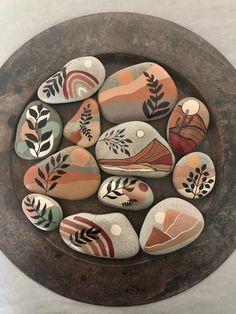 Stone Art Painting, Pebble Painting, Pebble Art, Painted Rock Animals, Painted Rocks Craft, Rock Painting Patterns, Rock Painting Designs, Stone Crafts, Rock Crafts