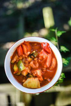 Leczo wegańskie z soczewicą i cukinią Thai Red Curry, Salsa, Food And Drink, Vegetarian, Vegan, Dinner, Ethnic Recipes, Spoon, Per Diem