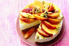 Kijk wat een lekker recept ik heb gevonden op Allerhande! Nectarinecheesecake met dadel-notenbodem