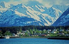 Haines - Alaska - - HAINES, as seen from the Chilkoot Inlet, is located in south-east Alaska, between breathtaking mountains.