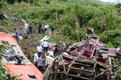 Xe giường nằm sẽ bị cấm hoạt động ở miền núi ==> Theo sự kiện xe khách rơi xuống vực làm 12 người chết và nhiều người bị thương