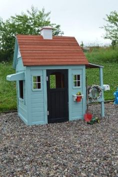 Building your little one a playhouse in the backyard will surely make them happy. However, you'll want it to be safe as well as beautiful. There are a few things you should know before you build a playhouse for kids. Kids Indoor Playhouse, Outside Playhouse, Build A Playhouse, Cedar Playhouse, Playhouse Ideas, Weekend Activities, Aqua Color, Outdoor Play, Outdoor Decor