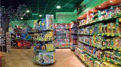 Esté es el interior de una tienda de juguetes. Se vende juguetes.