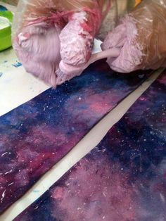 Best galaxy DIY I've every seen! DIY galaxy tights! YOU ONLY NEED ACRYLIC PAINT AND A TOOTHBRUSH