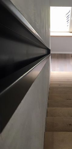 In de muur verzonken trapleuning van staal blank gepoedercoat House Stairs, Classic, Design, Home Decor, Staircases, Atelier, Derby, Decoration Home, Room Decor
