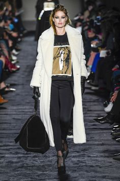 https://www.vogue.com/fashion-shows/fall-2018-ready-to-wear/max-mara/slideshow/collection#38