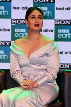 Kareena Kapoor Super Sexy At The Launch Event of Sony BBC Earth