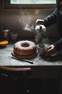 Ciambella alla ricotta e arancia, soffice e umida, perfetta per la colazione ma anche per la merenda o come dessert del dopo cena
