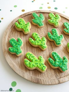 Cactus Sugar Cookies Easy Recipe - learn to bake and decorate these fun cookies for Cinco de Mayo, summer celebration or a llama birthday party! Easy Sugar Cookies, Sugar Cookies Recipe, Fun Cookies, Summer Cookies, Baby Cookies, Diy Unicorn Party, Llama Birthday, Royal Icing Decorations, Mexican Party