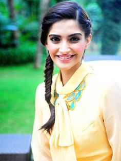 Fateen Bollywood Actress Sonam Kapoor The Lunar Chronicles Sonam Kapoor Hairstyles Hair - My list of Classy Hairstyles, Ball Hairstyles, Braided Hairstyles, Indian Hairstyles, Hairdos, Summer Hairstyles, Sonam Kapoor Hairstyles, Bollywood Hairstyles, Bollywood Celebrities