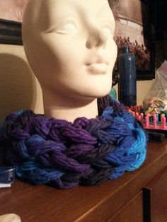 Arm knitted bulky yarn cowl