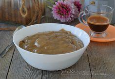 Crema pasticcera al caffè ricetta base dolce facile e veloce, ideale da gustare come dolce al cucchiaio oppure per farcire qualsiasi dolce