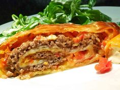 Minced meat – bell pepper – cheese – strudel, a tasty recipe from the vegetable category. Ratings: Average: Ø Minced meat – bell pepper – cheese – strudel, a tasty recipe from the vegetable category. Pizza Recipes, Pork Recipes, Crockpot Recipes, Cooking Recipes, Cooking Food, Law Carb, Cheese Stuffed Peppers, Carne Picada, Mince Meat