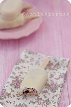 helado bombon de tarta de queso conarandanos