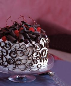 28 March is National Black Forest Cake Day - an excuse to bake this famous and fabulous retro cake. Fancy Cakes, Mini Cakes, Cupcake Cakes, Decoration Patisserie, Black Forest Cake, Chocolate Shavings, Chocolate Decorations, Cake Decorating Tips, Cookies Et Biscuits