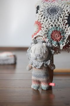 Leon hecho a crochet, muy guapo! Hecho por Miga de Pan.