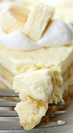 move over cheesecake factory try this recipe for a creamy dessert Banana Cream Cheesecake Dessert Crepes, Banana Dessert, Cheese Dessert, Just Desserts, Delicious Desserts, Yummy Food, Yummy Yummy, Delish, Banana Cream Cheesecake