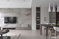 現代風的裝潢圖片為大秝空間設計/建築規劃的設計作品,該設計案例是一間老屋(15年以上)總坪數為23,格局為兩房,更多大秝空間設計/建築規劃設計案例作品都在設計家 Searchome Living Room Tv, Living Room Modern, Living Room Interior, Home Decor Bedroom, Home And Living, Home Room Design, Living Room Designs, Deco Tv, Learn Interior Design
