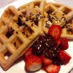Good morning with the perfect waffles!!!  Bom dia com os waffles perfeitos!!! #paleo #paleofood #paleotreat #paleorecipe #paleowaffle #paleobreakfast #waffle #waffletower #ladopaleodaforça