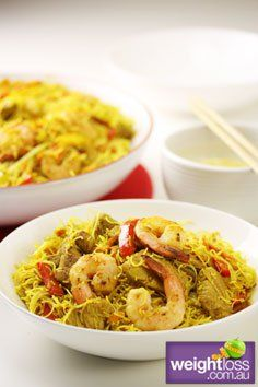 Singapore noodles make a great lunch that doesn't really take too much effort. We have included prawns in our however you can use chicken instead. Healthy Asian Recipes, Healthy Dinners, Diabetic Recipes, Healthy Snacks, Noodle Recipes, Seafood Recipes, Singapore Noodles Recipe, Lunch Recipes, Cooking Recipes