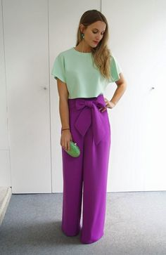 I ♡♡♡♡these purple pants! Color Blocking Outfits, Colourful Outfits, Colorful Fashion, Casual Outfits, Fashion Outfits, Womens Fashion, Cool Winter, Mode Hijab, Overall