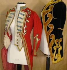 Would love to get my hands on a couple old vintage circus costumes - these ringmaster jackets are gorgeous! Carnaval Vintage, Cirque Vintage, Vintage Circus Costume, Vintage Carnival, Vintage Costumes, Vintage Halloween, Circus Theme, Circus Party, Circus Wedding