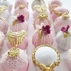 Little bundles of cake by #LeyaraCakes!