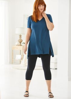 Angled slits on princess seams give this short sleeve tunic a casual yet flattering look while jersey fabric makes it soft and packable. Pair with Soma's Slimming Leggings. Style Essentials, Fashion Essentials, Easy Wear, Jersey Shorts, 30 Years, Autumn Winter Fashion, Style Me, Tunic Tops, Leggings