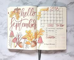 Here is a compilation of over 30 Autumn-inspired bullet journal layouts! Bullet Journal September, Autumn Bullet Journal, Monthly Bullet Journal Layout, Bullet Journal Spread, Bullet Journal Inspiration, September Kalender, Bujo September, Abc Letra, Bullet Journel