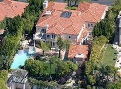 Avril Lavigne  Avril Lavigne and her husband are trying to unload this $4,000,000.00 million Italian-style villa in Beverly Hills.