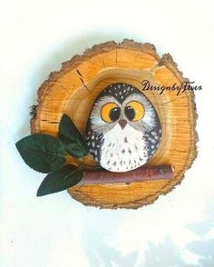 owl rocks on wooden tree limb rounds Pebble Painting, Pebble Art, Stone Painting, Owl Rocks, Owl Crafts, Rock Painting Designs, Stone Crafts, Owl Art, Driftwood Art