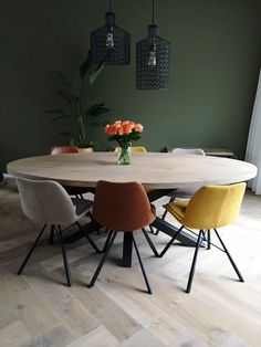 Powerful and industrial dwelling at Woonloodz!, Powerful and industrial dwelling at Woonloodz! Dining Room Design, Dining Room Chairs, Round Dining Table, Dining Area, Oval Table, Interior Design Living Room, Living Room Decor, Dining Room Inspiration, Home Decor
