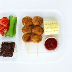 A little picnic lunch. Chicken nuggets (by Earth's Best) + white corn + chocolate banana bread = lunch #bento #easylunchboxes