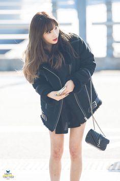 Snsd Airport Fashion, Taeyeon Fashion, Korean Girl Band, K Idols, Girls Generation, Fashion Outfits, Womens Fashion, Asian Fashion, Kpop Girls