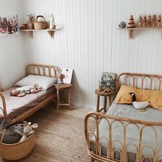 This room is perfection! Kids room in wood and soft natural shades