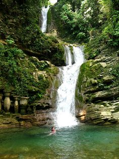 Las Pozas, Xilitla, Mexico, created by Edward James He was a poet & artist and the patron of the surrealist movement in mexico. Natural Waterfalls, Beautiful Waterfalls, Oh The Places You'll Go, Places To Travel, Places To Visit, Dream Vacations, Vacation Spots, Les Cascades, Visit Mexico