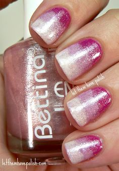 Gradient pink manicure with glitter nail art. Pink Ombre Nails, Gradient Nails, Manicure E Pedicure, Glitter Pedicure, Violet Ombre, Striped Nails, Glitter Nails, Get Nails, Fancy Nails