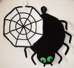 Häkelanleitung für Motiv-Topflappen Anleitung mit Zählmuster Topflappen Spinne mit Spinnennetz by dm_bunter-haekelkorb, Diese Häkelanleitung habe ich selbst entworfen und erstellt. Mit dem Kauf bekommen Sie eine komplette, ...